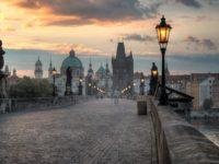 Карлов мост в Праге в вечернее время