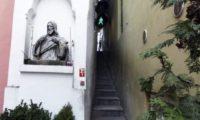 Самая узкая улица в Праге (6)