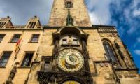 Площадь в Праге с часами