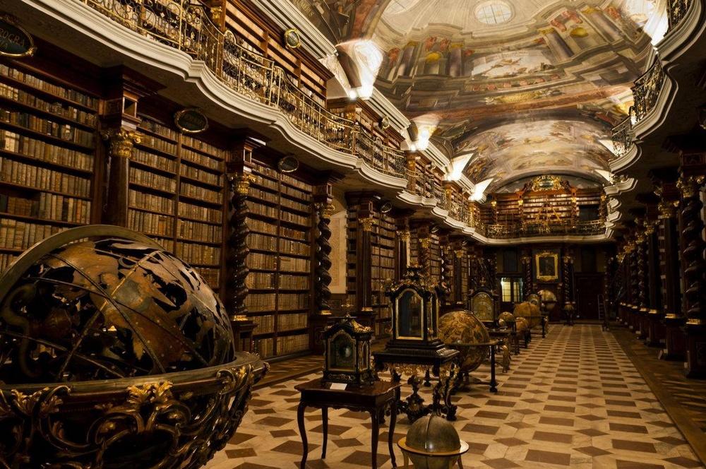 Самая красивая библиоека в мире - пражский Клементинум