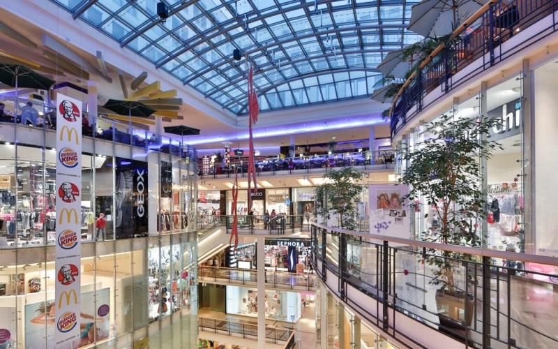 e2484d3bfc71 Торговые уровни поделены на пять этажей. Все они размещены по такому  правилу  «чем выше находится бутик, тем бренд известнее, соответственно,  цены на товары ...