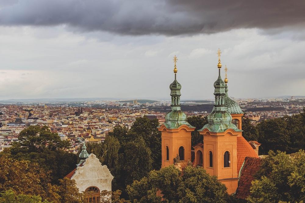 Вид с Петршинской башни на Прагу