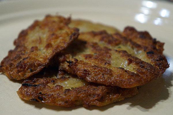 Как едят брамбораки по-чешски