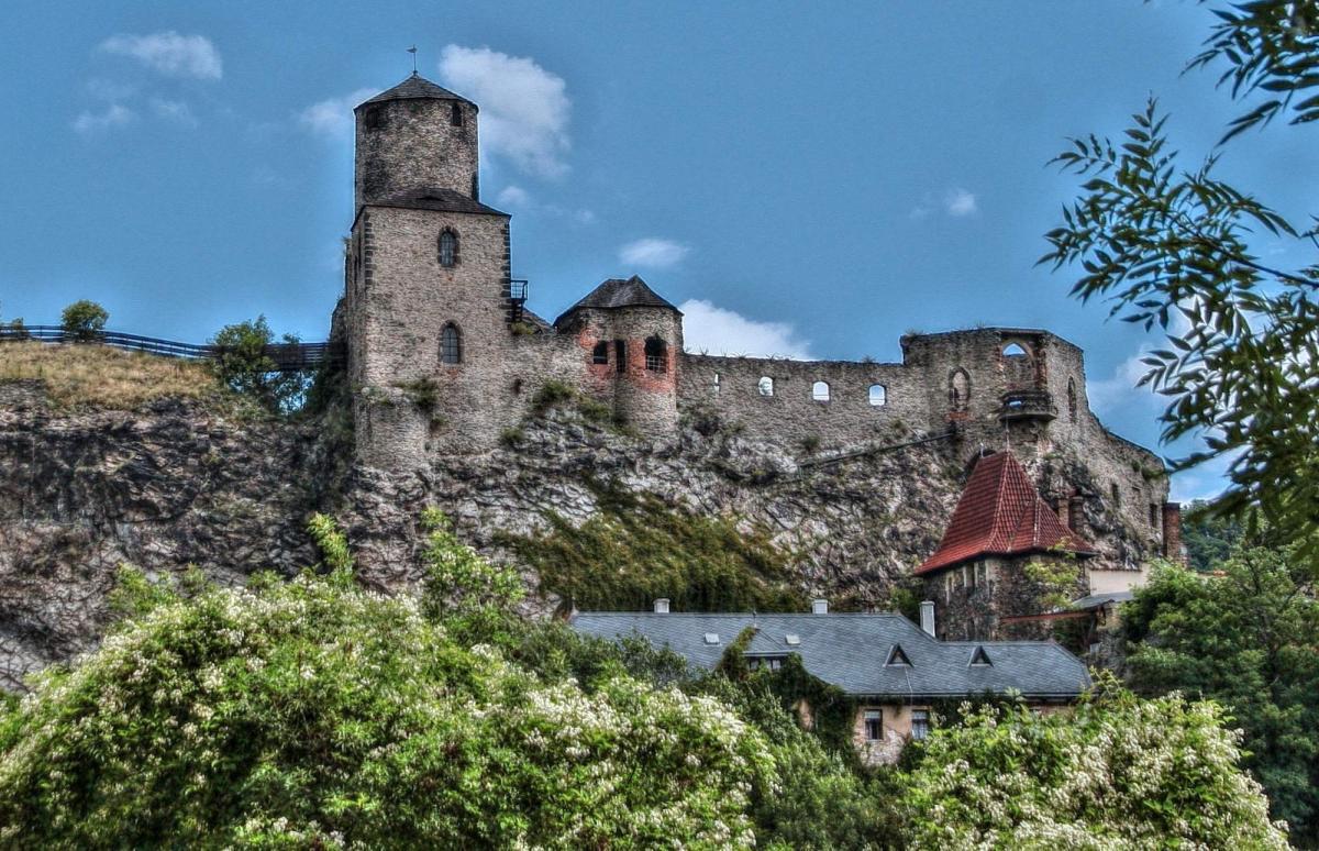 Стршеков Замок