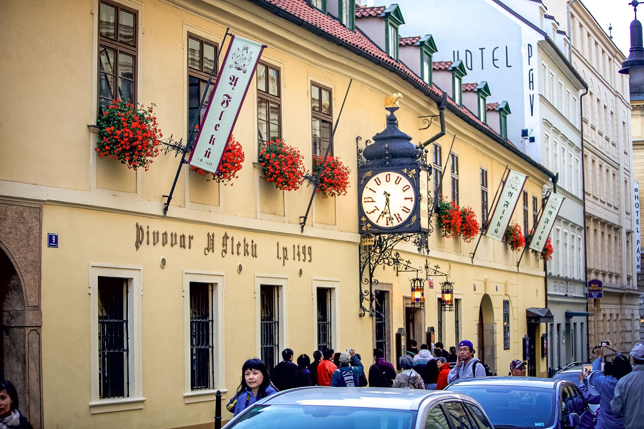 Ресторан-пивоварня «У Флеку» в Праге